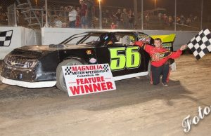 Mark Barnett of Aberdeen, MS drove the Stryke Ryte Lures Chevrolet powered by a $3,295 Chevrolet Performance 602 Circle Track Engine to his third NeSmith Performance Parts Street Stock Division Presented By AR Bodies win of the 2014 season last Saturday night at Magnolia Motor Speedway in Columbus, MS.  (Foto 1 Photo)