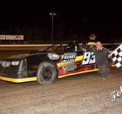 Stacy Robinson of Kosciusko, MS drove the #93 Frank's Chevy Chevrolet powered by a $3,495 Chevrolet Performance 602 Circle Track Engine to his second NeSmith/AR Bodies Street Stock win of the season last Friday night at Magnolia Motor Speedway in Columbus, MS.  Robinson is expected to compete in Week 17 action this weekend.  (Foto 1 Photo)