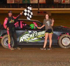 Point leader Richie Stephens of Salem, AL drove the #69 Rocketman Race Cars Chevrolet powered by a $3,495 Chevrolet Performance 602 Circle Track Engine to his 14th NeSmith/AR Bodies Street Stock Division victory of the 2015 season on Friday night at Magnolia Motor Speedway in Columbus, MS to bring his best 14 week total to 689 points.  Stephens has 18 top five finishes and 19 top ten finishes in 23 races, and he will be trying to net on a 41 in this weekend's Week 18 action.  (Foto 1 Photo)